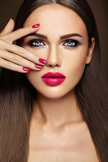 sensual-glamour-portrait-beautiful-woman