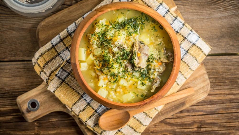 Ищете рецепт вкусного супа? Домашний ячменный суп вас не разочарует!