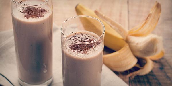 Шоколадно-банановый протеиновый коктейль с арахисовым маслом
