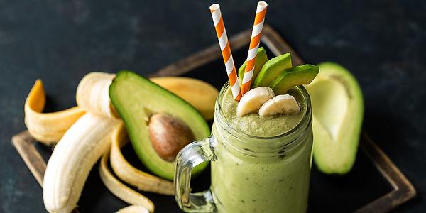 Йогуртовый смузи с бананом и авокадо