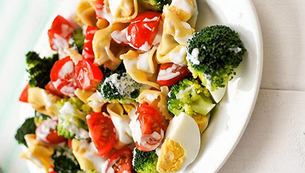 Тортеллини и салат из брокколи