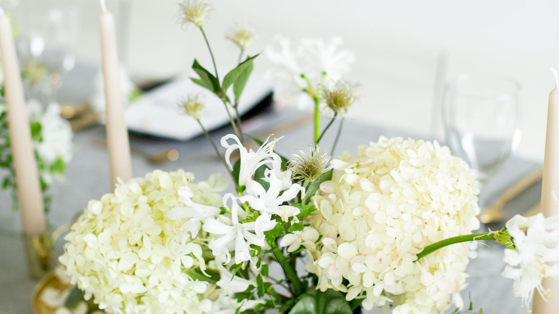 minimalistic floral arrangement