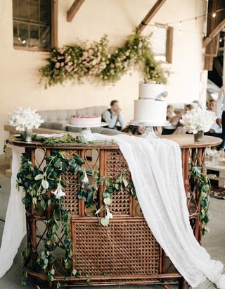 cake table decor