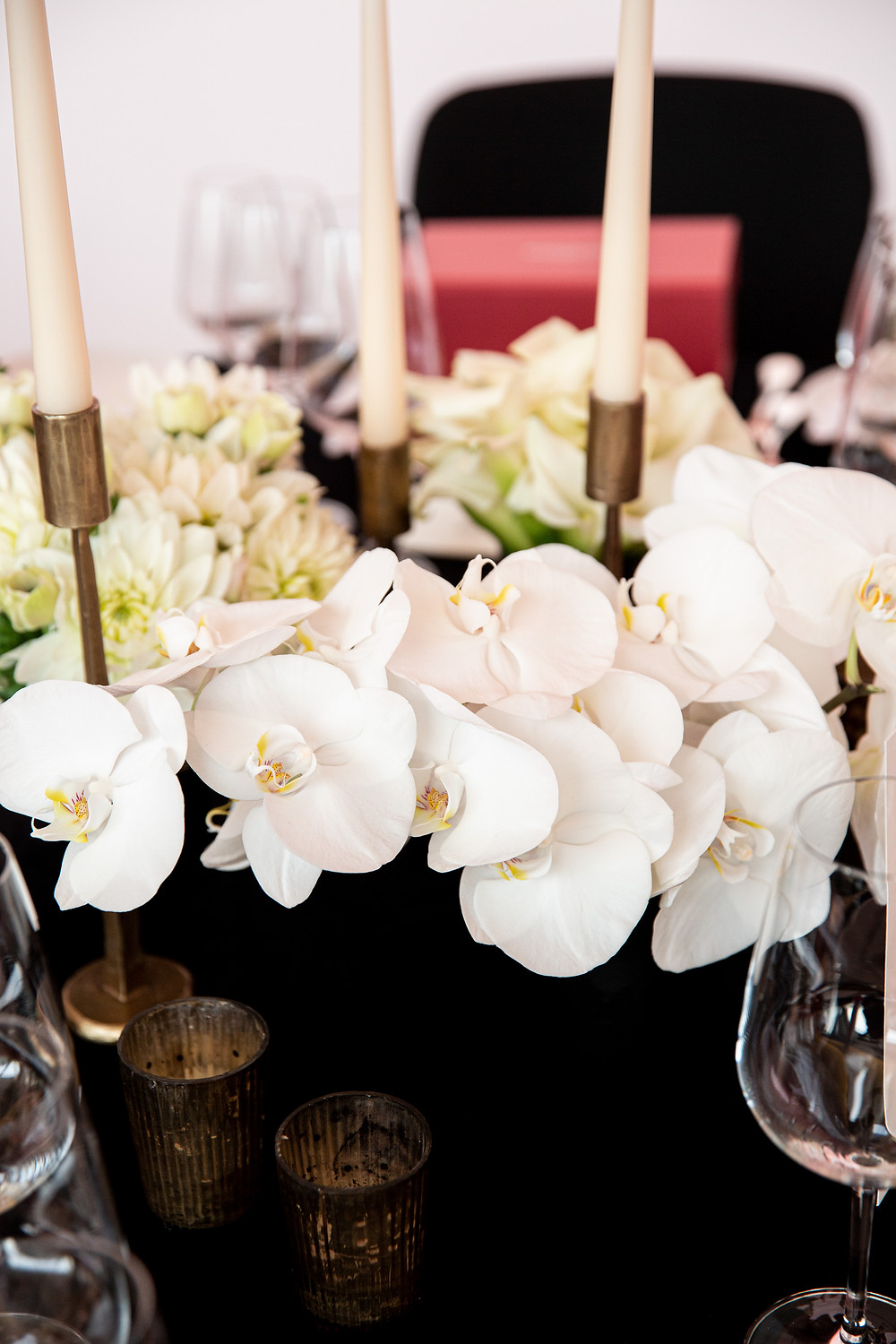 white centerpieces for corporate dinner