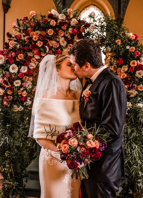 Floral arch, wedding ceremony in Schloss Wulkow
