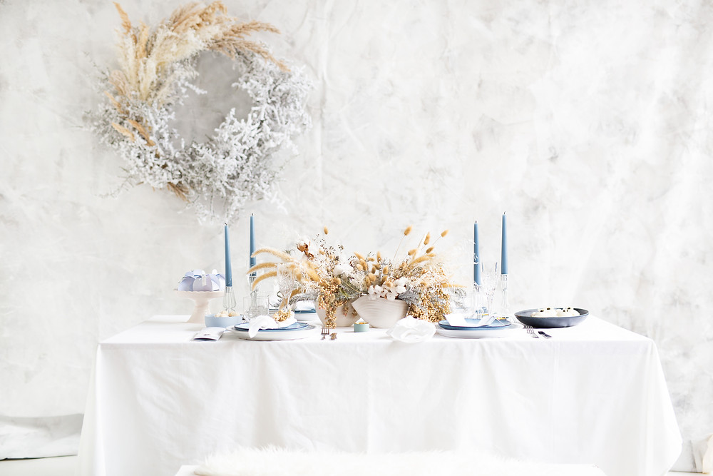 winter table setting in white and blue