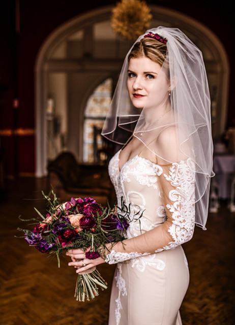 Bridal Bouquet in jewel tones, wedding ceremony in Schloss Wulkow