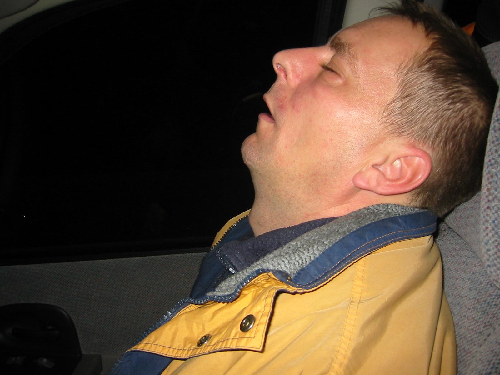 En træt bass'mand