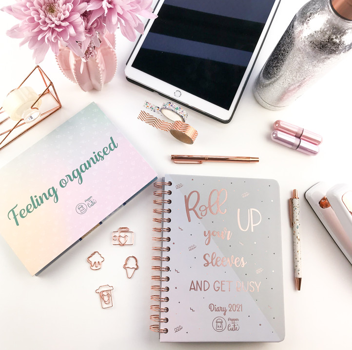 A picture of cute stationery prodcuts on a desk