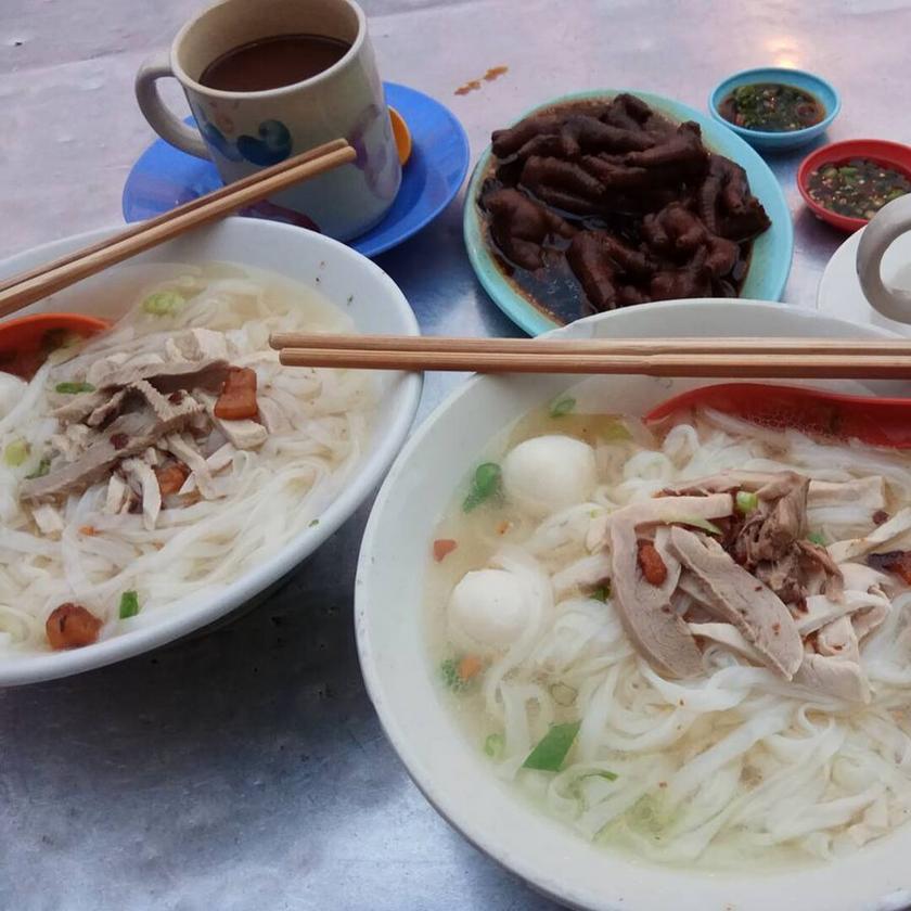 Sky Emperor Chicken Feet Koay Teow Soup