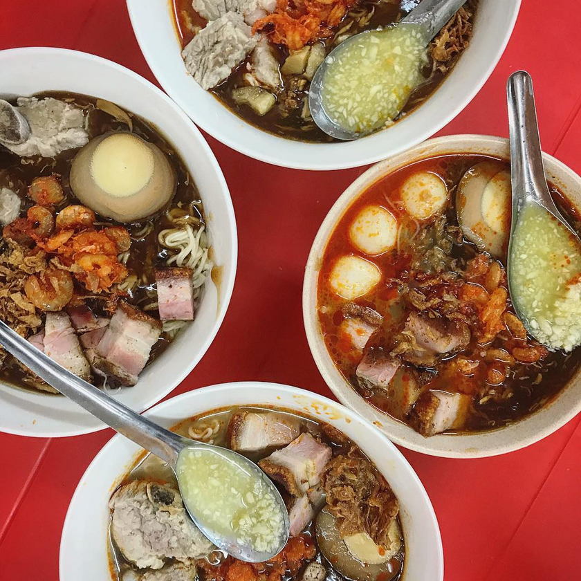 4 bowls of Hokkien Mee from 𝐆𝐫𝐞𝐞𝐧 𝐇𝐨𝐮𝐬𝐞 𝐏𝐫𝐚𝐰𝐧 𝐌𝐞𝐞 𝐂𝐨𝐫𝐧𝐞𝐫