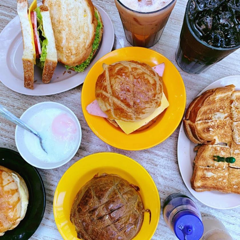 Roti Bakar, Polo Bun and Iced Coffee at 三点三 Meet