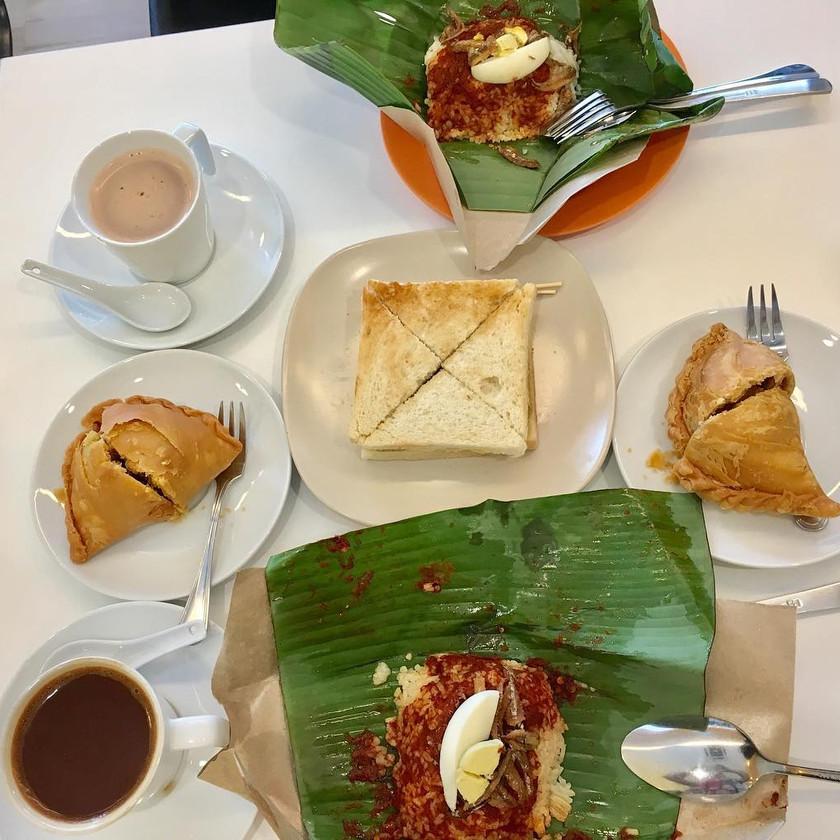 Nasi Lemak, Kaya Butter Toast, Curry Puff and Kopi at Toastea Coffee