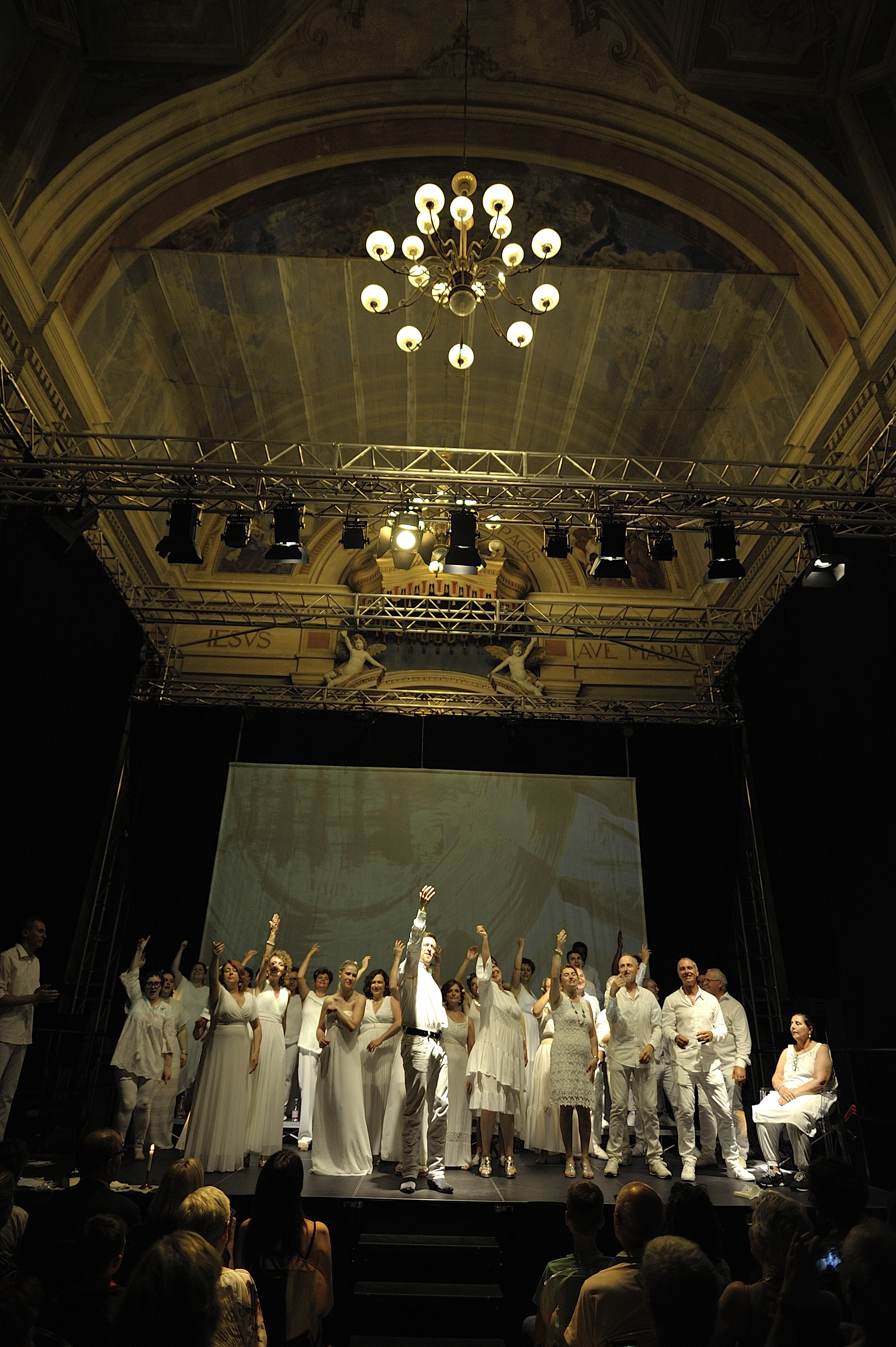 ...di un'anima in bianco con Scuola Teatro Manicomics