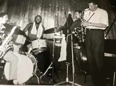 Johnny Griffin, Albert Tottie Heath, Bo Stief bag Dex Kenny Drew  Jazzhus Montmartre 1967
