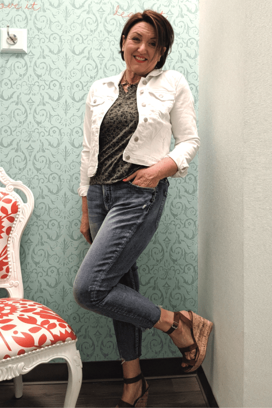 Silver jeans co calley high rise skinny cropped jeans with a camo and animal print cropped baseball tee outfit.  white denim jean jacket and wedges