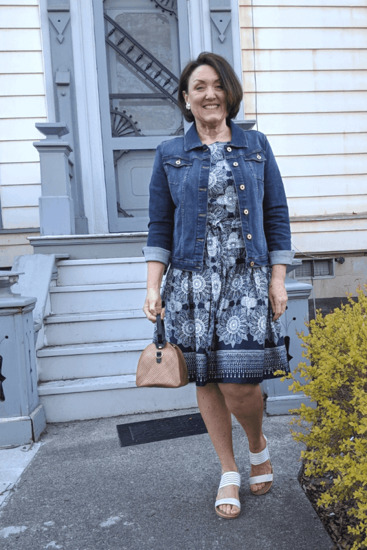 This triangle straw bag looks so cute  with blue and white floral dress and dark denim jacket for summer. #summerdresses #strawbagsforfummer