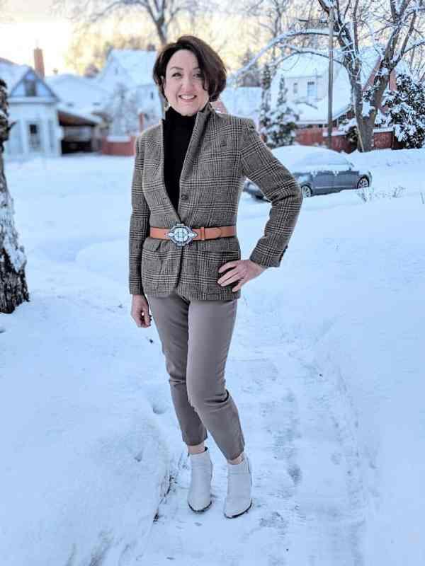 MEDORA Contorno Belt over a blazer outfit