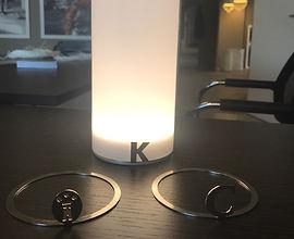 Tischleuchte, Tischlampe, personalisierbarer Lampenschirm, Geschenkidee, Designobjekt, angenehmes Licht, gefrostetes Glas, satiniertes Glas