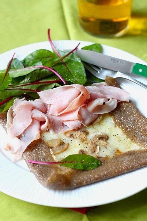 galette bretonne sarrasin champignons oeuf fromage chiffonade jambon salade verte