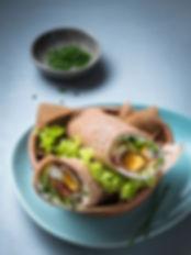 Wrap de galette de sarrasin roulée jambon oeuf salade à emporter
