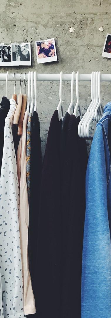 เปิดตู้เสื้อผ้า