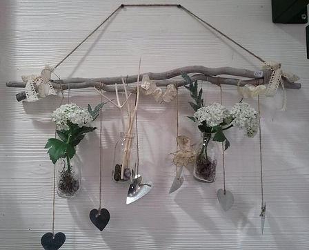 Décoration branches et vases avec fleurs