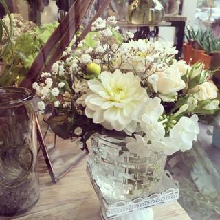 Bouquet harmonieux dans les teintes de banc