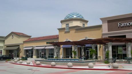 Famous Footwear, Park West Shopping Center, Stockton, CA