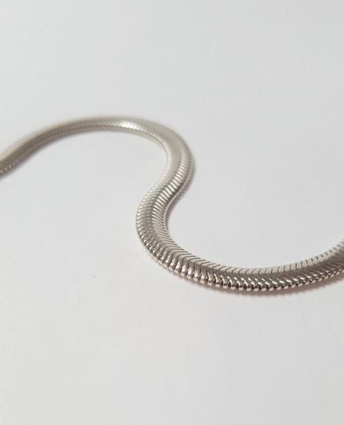 f925a3f43c53 Pulsera serpiente plana. Pulsera serpiente plana  Pulsera cola de topo ...