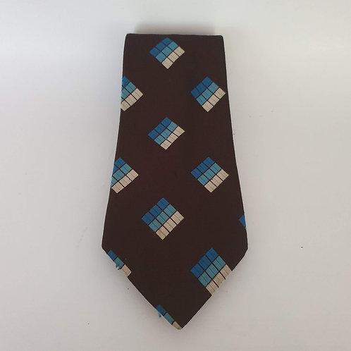 עניבה חומה עם ריבועים