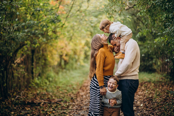 young-family-with-children-in-autumn-par