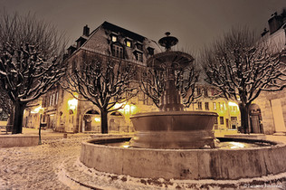 BEZAK Battant place & fontaine Marulaz.j