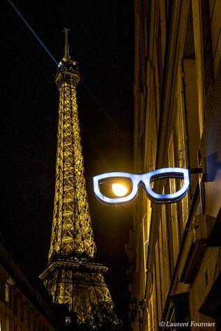 Paris_(clin_d'oeil_à_la_tour_Eiffel).JPG