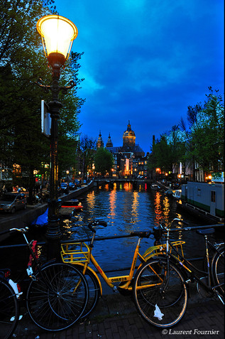Amsterdam_(canal_&_vélos)_.JPG