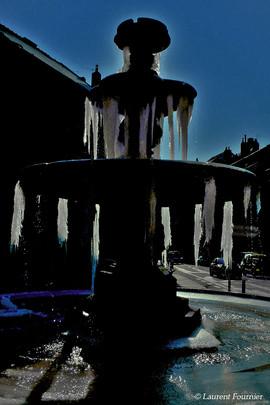 BEZAK_fontaine_place_Bacchus_(entière).j