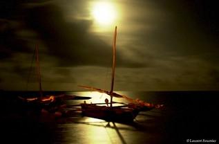 kenya (contre lune sur pirogues).jpg