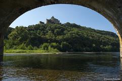 Castelnaud,_Château_sous_le_pont_de_la_D