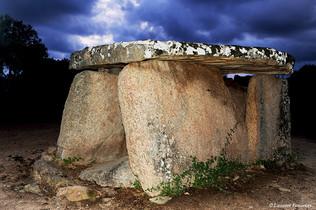 Corsica Cauria (dolmen de Santari).JPG