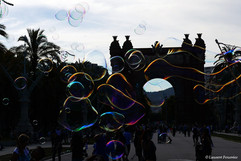 Barcelona Arc de Triomf under bubbles.JP