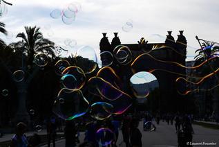 Barcelona Arc de Triomf under bubbles.JP