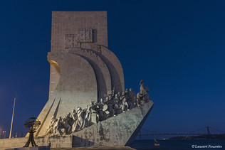 Lisboa-Padrão_dos_Descobrimentos_&_rosa_