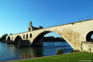 Avignon (le célèbre pont).JPG