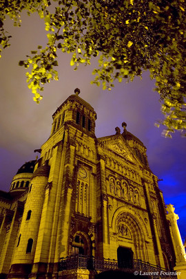 BEZAK Basilique Saint-Ferjeux by night.J