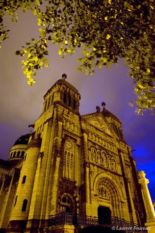 BEZAK Basilique Saint-Ferjeux by night.J