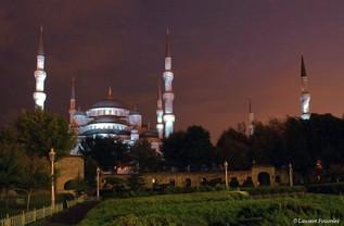 Istanbul-Sultan Ahmet Camii by night.JPG