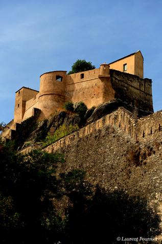 Corsica_Corte_(la_citadelle_sur_son_éper