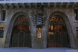 Barcelona_Palau_Güell_(portes_d'entrées)