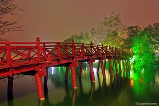 Hanoi (pont The-Huc sur lac de l'épée ré