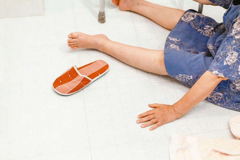 長者照顧 浴室防跌